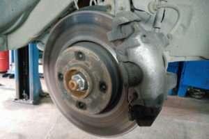 Полный обзор тормозных колодок для Lada xRay и их замена
